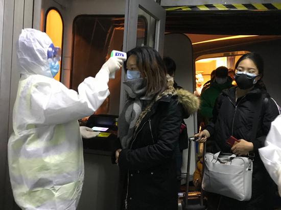 В Китае из-за коронавируса закрывается второй город. В Беларуси пока заболевших нет