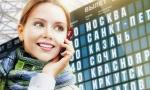 Девушка с телефоном в аэропорту