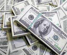 Граждане Беларуси за семь месяцев продали валюты больше, чем купили
