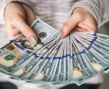 В банках не хватает долларов