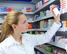 Работников аптек будут страховать от возможного заражения COVID-19, каждого – на 2000 рублей
