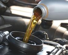 замена масла в автомобиле