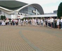 Женщины в белом возле Комаровки провели акцию солидарности