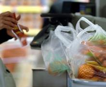 продукты в пакетах в магазине