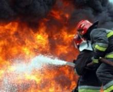 Пожар, горят шины