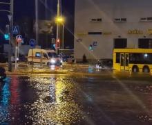 ЧП, вода, Минск, авария с водой, чижовка, прорыв трубы, 21 апреля, авария, уборевича