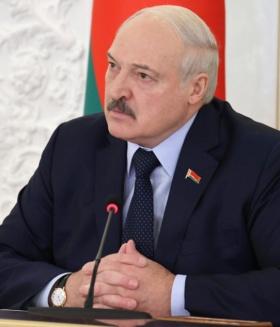 Лукашенко о проверках масочного режима: «Щупаете везде, даже женщин не щадя»