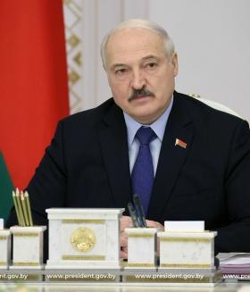 Лукашенко намерен провести совещание по передаче власти