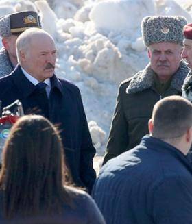 Лукашенко в воинской части
