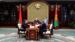 Лукашенко: Нам нужно до конца пройти путь с коронавирусом и всем доказать