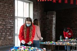 Белорусы собрали более 55 тонн пластиковых крышечек в помощь детям