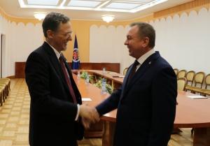Владимир Макей, МИД, Джордж Кент, численность дипломатов, Б