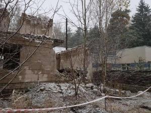 Плита перекрытия упала на детей. Фото Следственного комитета