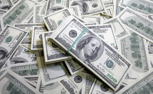 Белорусы продают доллары