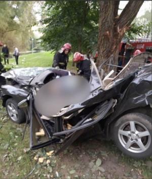 Страшное ДТП в Минске: машина врезалась в дерево, погибли люди
