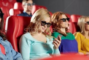 Владельцам смартфонов предложили бесплатные билеты в кино
