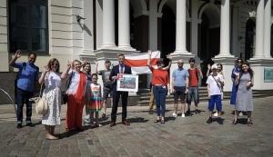 Мэр, Рига, Литва, Мартиньш, Стакис, паспорт, Беларусь, белорусский, было-красно-белый, Погоня, герб, бчб, диаспора, белорус, почетный, картина, флаг, бчб-флаг