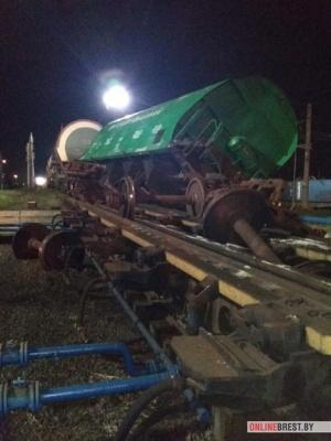 Новое ЧП на железной дороге: с рельсов снова сошли вагоны