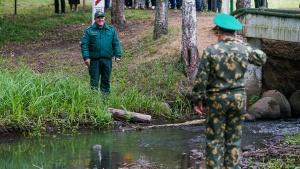 Польша, пограничники, Беларусь, граница, нелегалы, мигранты, нелегальные, болото, спасли, вытащили, 8, женщины, мужчины, помощь, пограничники, погранохрана