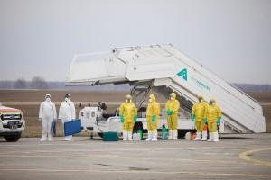 В Харькове сел самолет из Уханя, на борту были белорусы