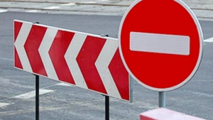ограничительные знаки на дороге