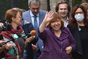 Алексиевич побывала в СК и дала показания