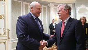 Лукашенко и Болтон. Фото пресс-службы президента Беларуси