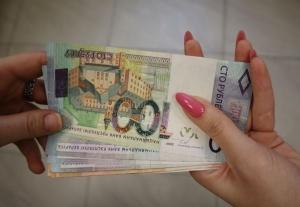 Лукашенко предложил наказывать тех, что получает зарплаты в конвертах