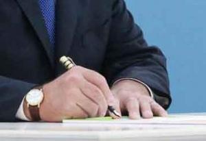 Лукашенко передал часть своих полномочий местным властям и правительству