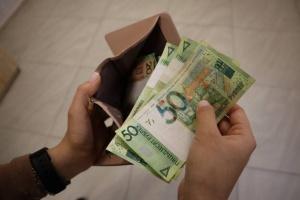 В Беларуси снизилась средняя зарплата