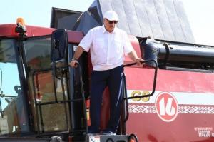 Лукашенко на комбайне