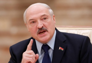 Лукашенко грозится уволить правительство