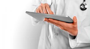 100 планшетов с безлимитным интернетом передали докторам
