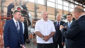 Лукашенко на Оршанском авиаремонтном заводе, фото пресс-службы президента
