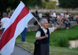 Лукашенко запретил задерживать Нину Багинскую