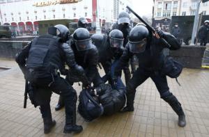 Не зря били: Лукашенко наградил правоохранителей