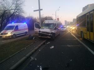 """Столкновение маршрутки и грузовика. Фото с телеграм-канала """"Пост ГАИ"""""""