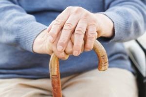 пенсионер с палочкой