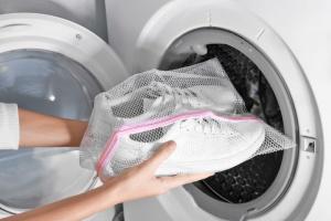 кроссовки в стиральной машинке