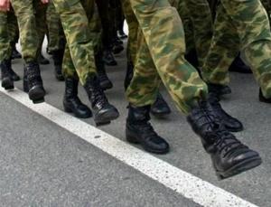 идут солдаты