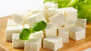 В Беларуси начали выпускать «белый сыр» с испанскими корнями