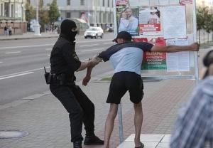В Минске - массовые задержания, Тихановская покинула квартиру