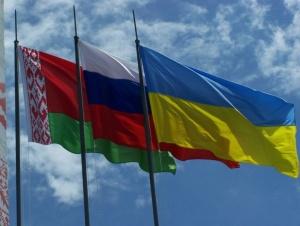 флаги Беларуси, России и Украины